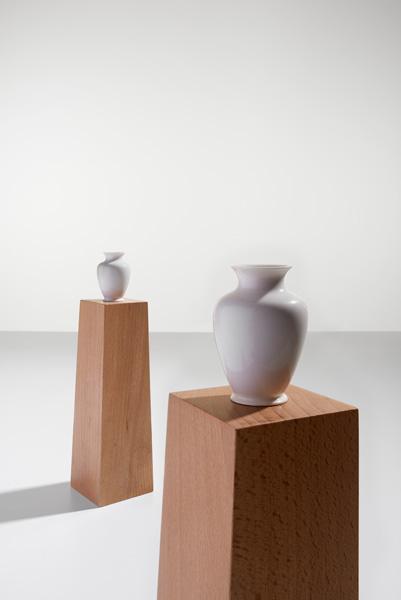 s1208_pedestal_vase_03